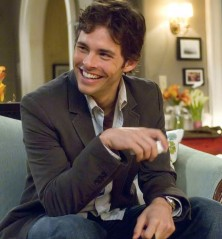 27 Dresses - James Marsden Sitting Smiling Pose