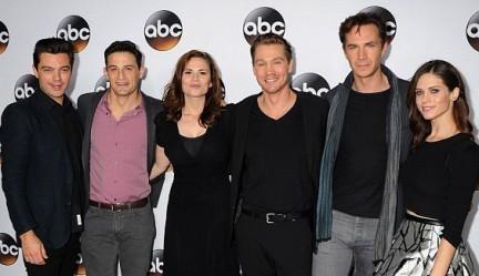 Da sinistra: Dominic Cooper, Enver Gjokaj, Hayley Atwell, Chad Michael Murray, James D'Arcy e Lotte Verbeek (Ana Jarvis)